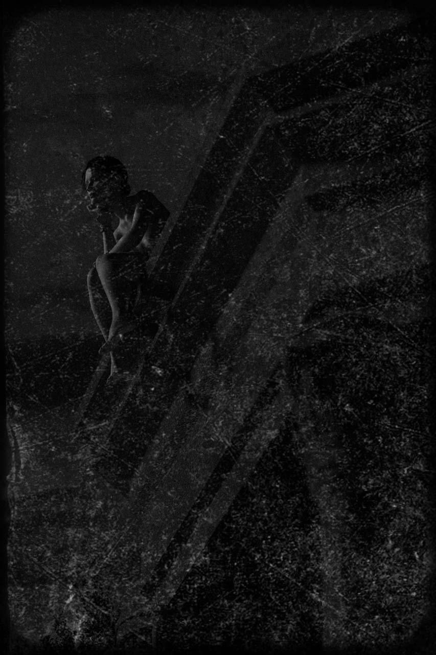 Der Turm von Schloss Biesdorf, auf dem Dach eine Frau. Ein Eismädchen? Undatierte Photographie. Courtesy Collection Claire Castelle.