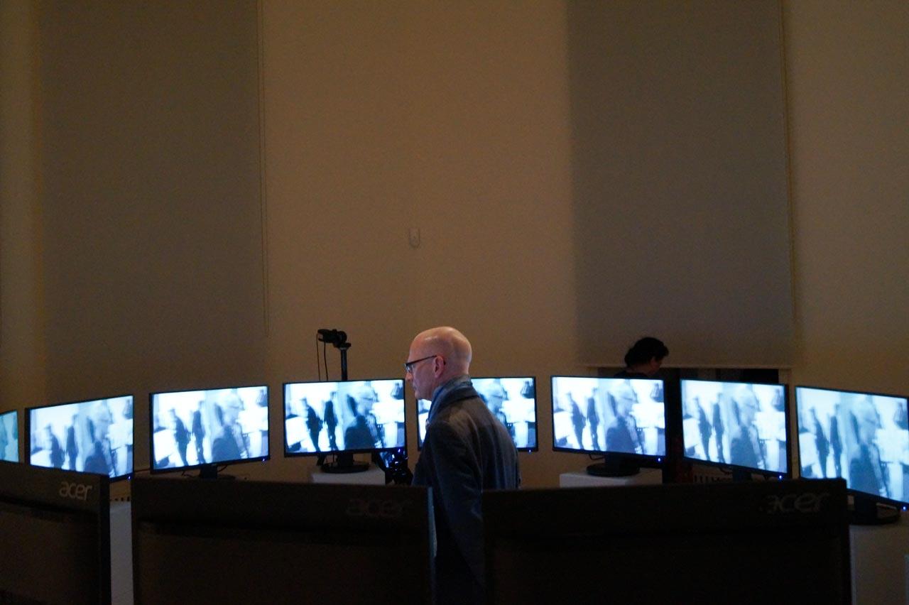 """Circles, an interaktive video installation. Vernissage der Ausstellung """"Sehnsucht nach dem Jetzt"""" im Schloss Biesdorf Berlin. 23. Februar 2020. Foto: Nina Hartmann"""