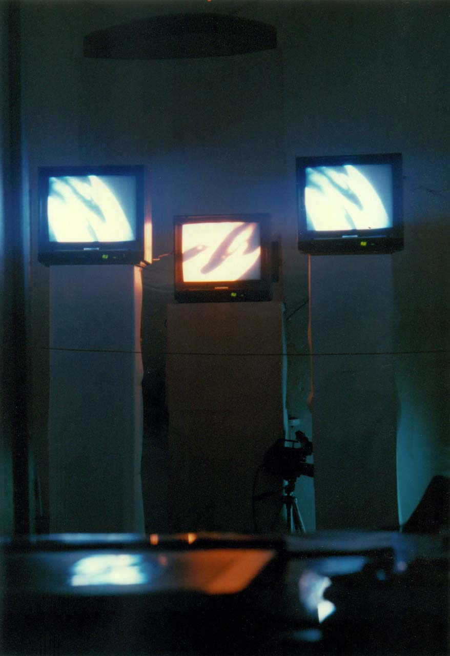 stay hungry, André Werner, 3-channel video installation, gallery A&O, 1990