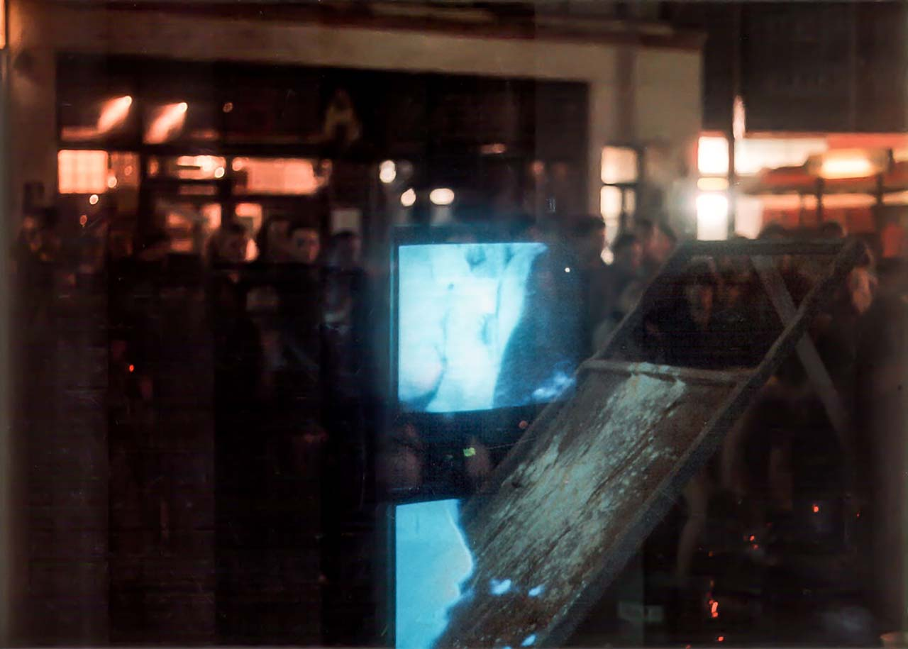 contra punkt, André Werner and Wolfram Odin, Video performances, 1987. Gallery Zindel & Grabner Oranien Str. Berlin, Kreuzberg.