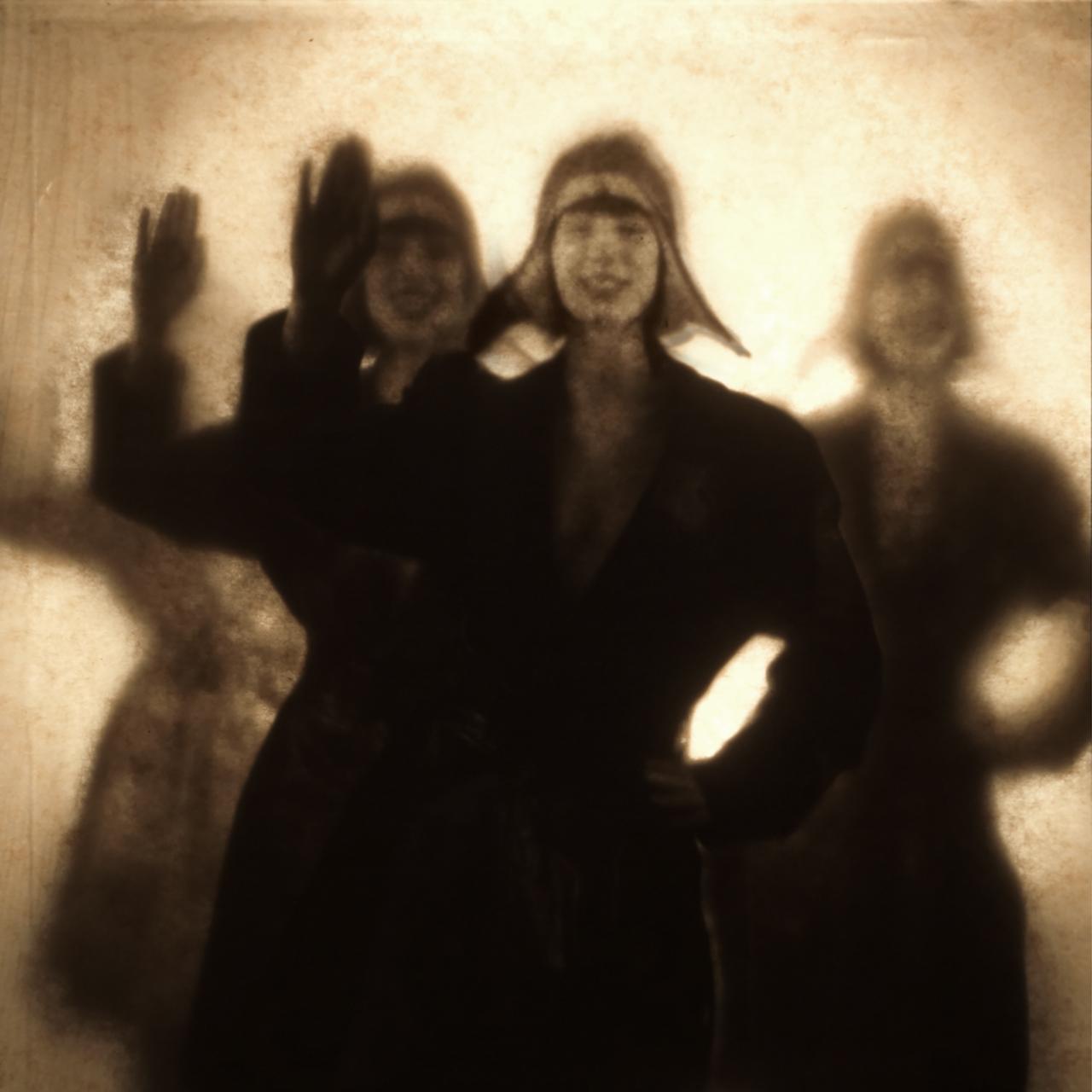 Brigade der winkenden Mädchen #1, André Werner, 2021 Photograph, 40x 40 cm, chromogenic silver halide print. Ed. 10 / 2 AP